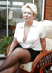 mature-chubby clothed babes showing their sexy legs 3