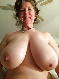 AMATEUR MATURES GRANNIES BBW BIG BOOBS BIG ASS 42