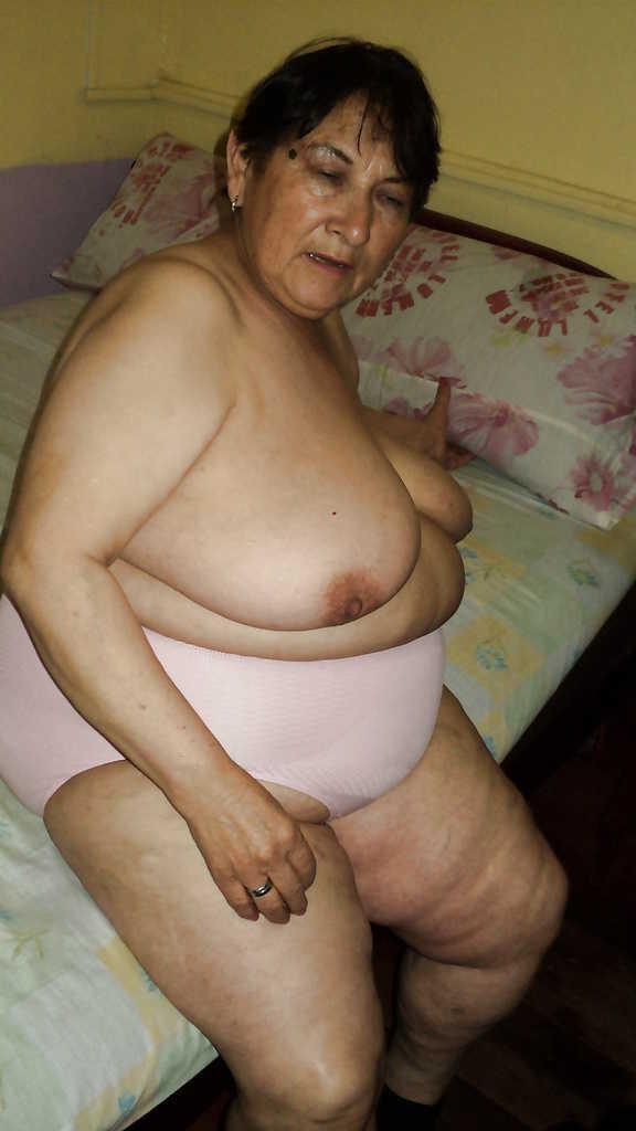 Nymphomanin Oma Pantyhose Sadomaso