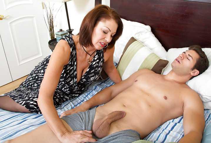 утром мастурбирует сыну
